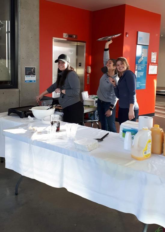 CSEE Students Kick Off Winter Term With Pancake Breakfast