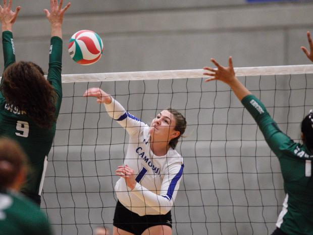 Charger Rayelle Zacharuk nets personal best and helps pave the way to first weekend sweep for women's volleyball